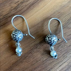 Jewelry - Silver and little pearl accented earrings